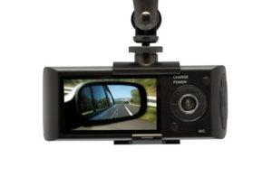 Kamera cofania w lusterku – opinie doświadczonych kierowców i producentów kamer