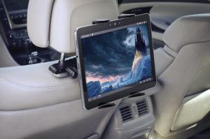 Monitor samochodowy w zagłówku – najlepsza rozrywka w czasie podróży